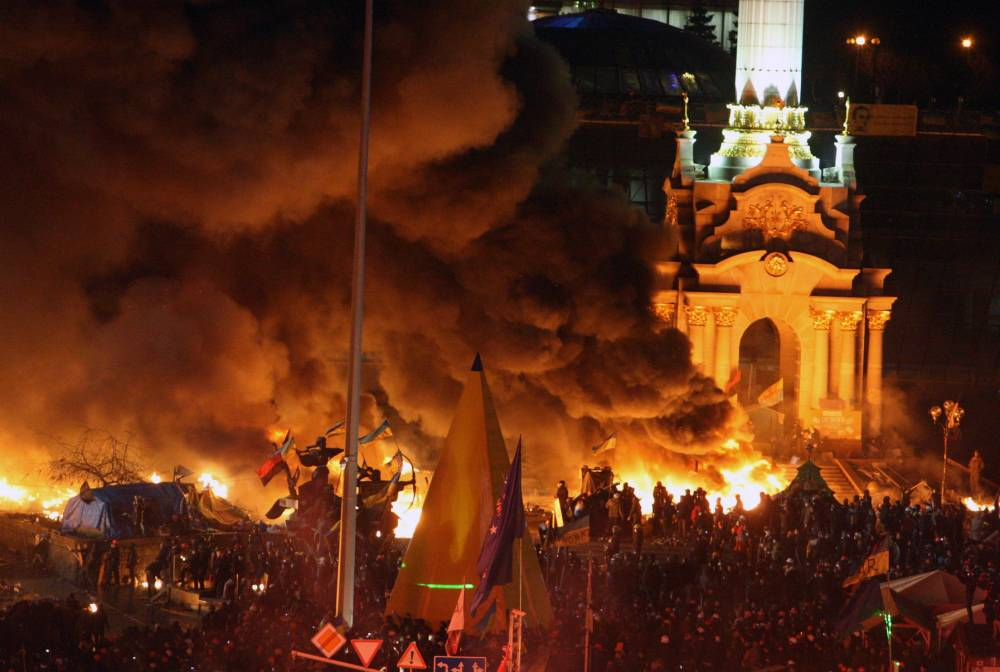 Ukraine protests: 25 dead and hundreds injured in night of violence