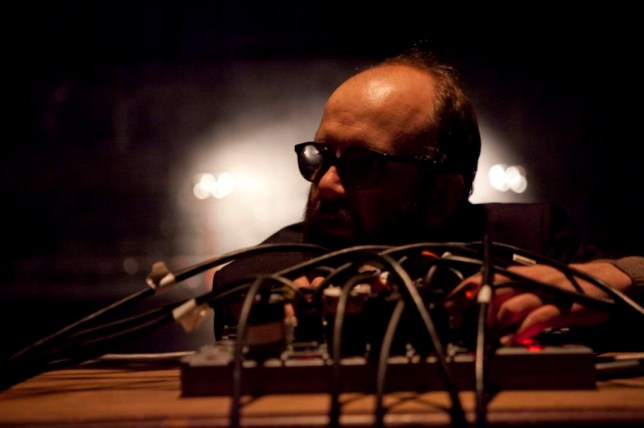 Daniel Kitson performing Analog.Ue at the National Theatre (Picture: Pavel Antonov)