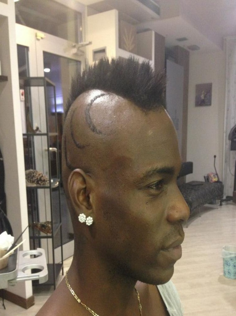 Mario Balotelli pushed the boat out with his latest hairstyle (Picture: Twitter/@FinallyMario)