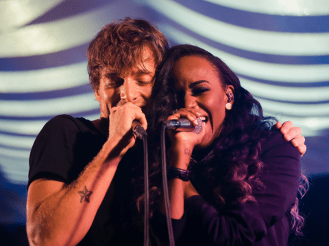 Paolo Nutini joined on stage by Angel Haze for 'too cool' live performance