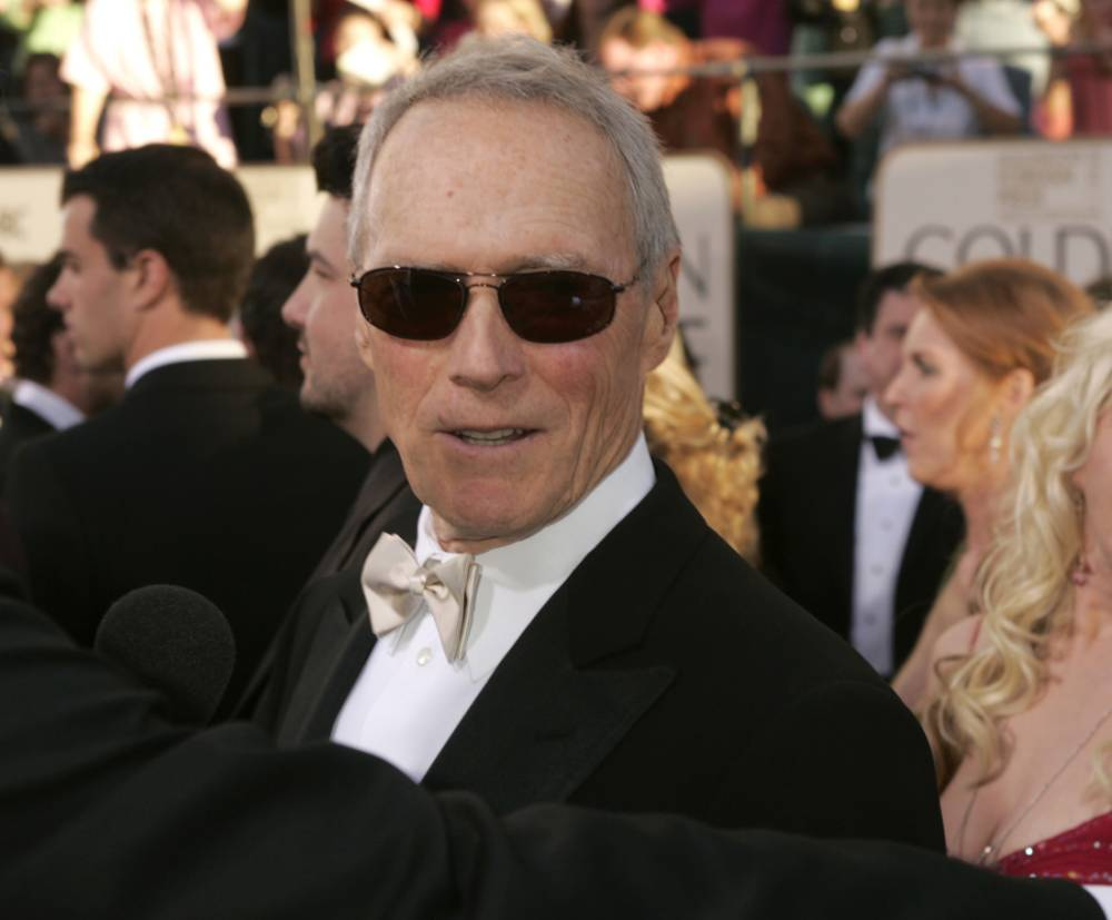 Clint Eastwood cracks out the Heimlich maneuvre, saves a man's life