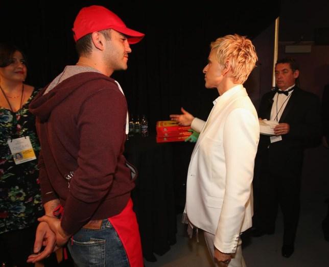 Oscars 2014: Ellen DeGeneres hands out pizza to Brad Pitt