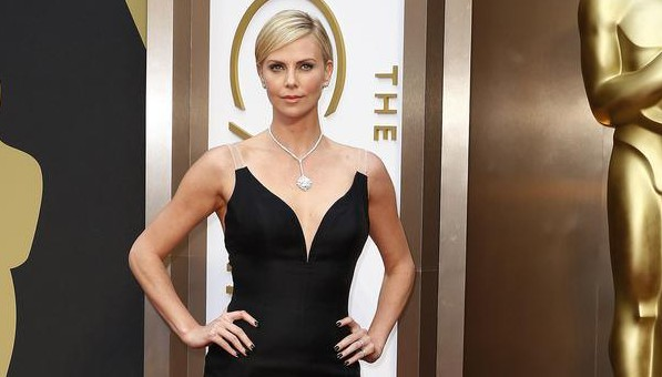 Actress Charlize Theron arrives at the 86th Academy Awards in Hollywood, California March 2, 2014. REUTERS/Lucas Jackson (UNITED STATES - Tags: ENTERTAINMENT) (OSCARS-ARRIVALS) Lucas Jackson/Reuters