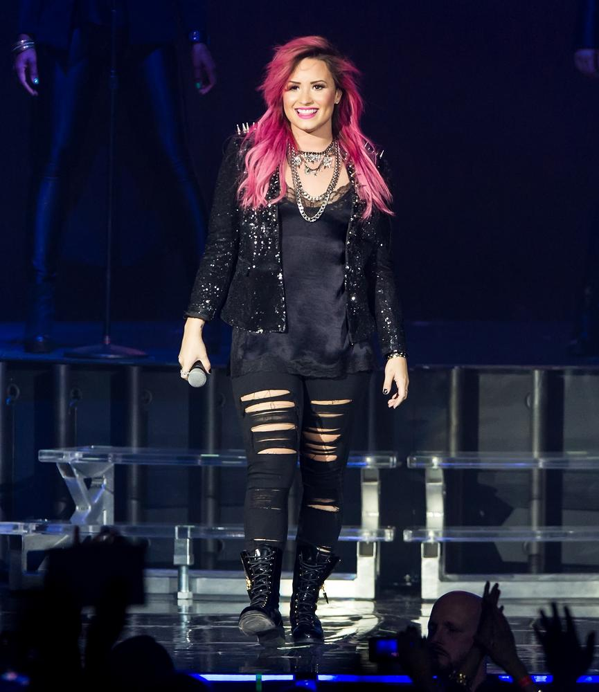 Listen to Demi Lovato and Adam Lambert sing The Supremes' The Happening on Glee