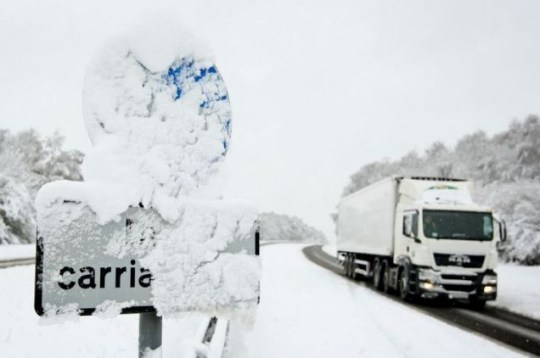 Blizzard Britain: A lorry drives along the snow covered A3 in Surrey