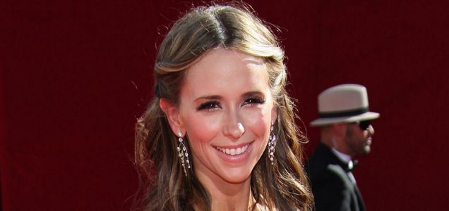 It's a party underneath for Jennifer Love Hewitt