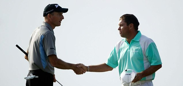 Brian Davis (right) shakes hands with Jim Furyk after the Verizon Heritage play-off