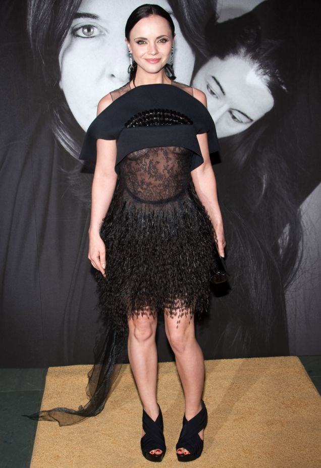 Christina Ricci reveals part of her boobs in a black lace dress (Photo: AP)