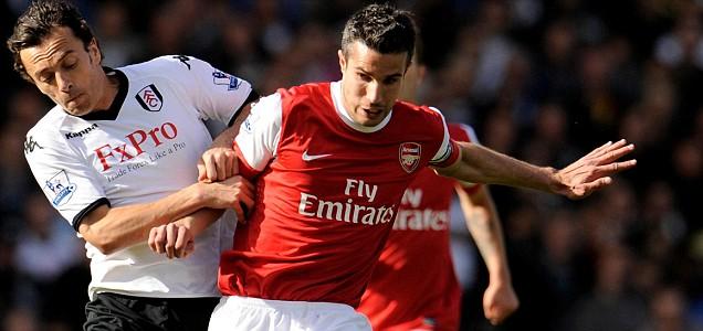 Arsenal's Robin Van Persie clashes with Fulham's Simon Davies