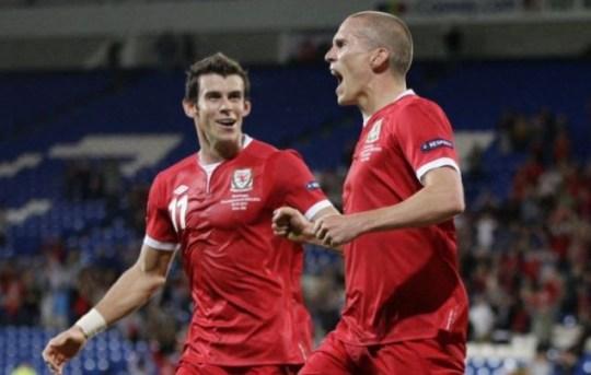 Gareth Bale, Steve Morison
