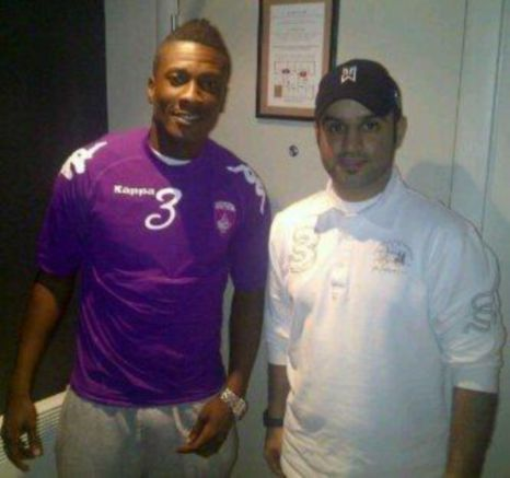 Purple patch: Asamoah Gyan poses in an Al Ain shirt next to a club official (Picture: Twitter/@AbdallaBH)