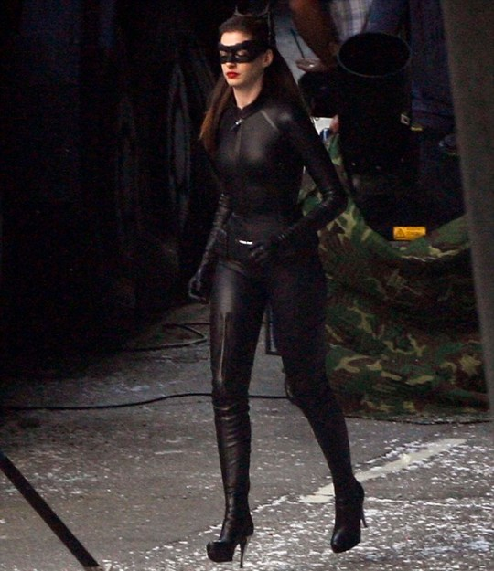 Anne Hathaway Dark Knight Rises: Anne Hathaway Seen In Full Catwoman Costume On The Dark