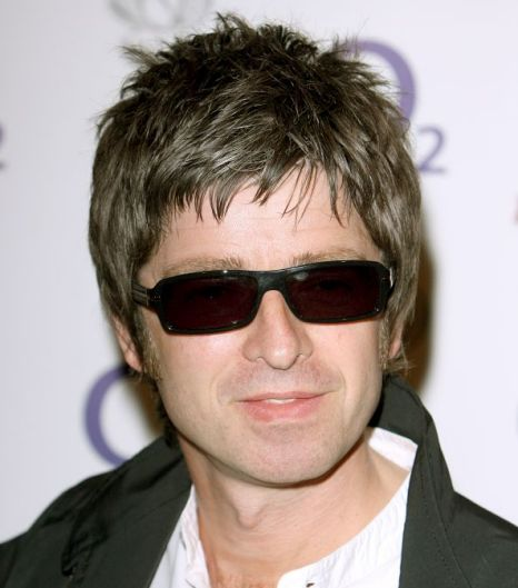 noel gallagher i ll tour with dwarf sized cardboard cut out of liam metro news. Black Bedroom Furniture Sets. Home Design Ideas