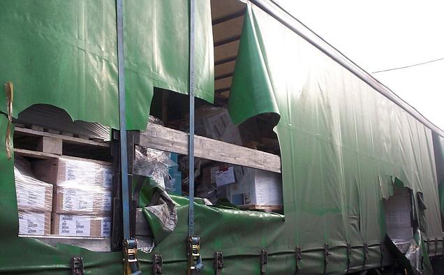 Slash and grab lorry raid