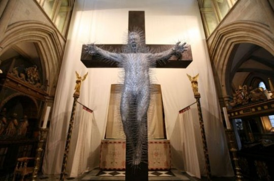 Southwarks Cathedral's Easter statue recreates crucifixion using