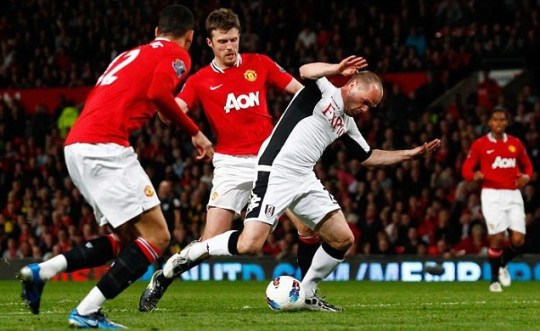 Manchester United's Michael Carrick tackles Fulham's Danny Murphy