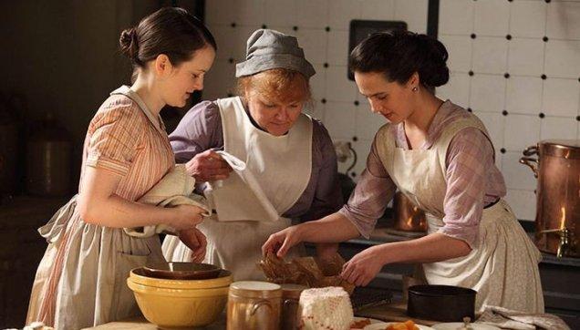 Servants prepare food in the Downton Abbey kithens (Picture: ITV)
