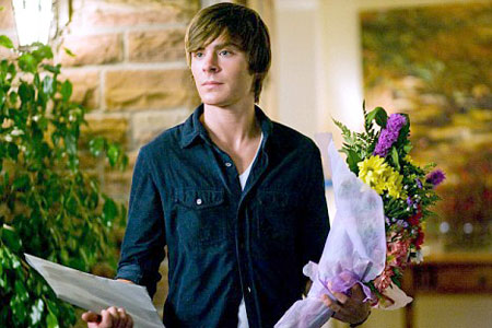 Zac Efron wows the ladies in 17 Again