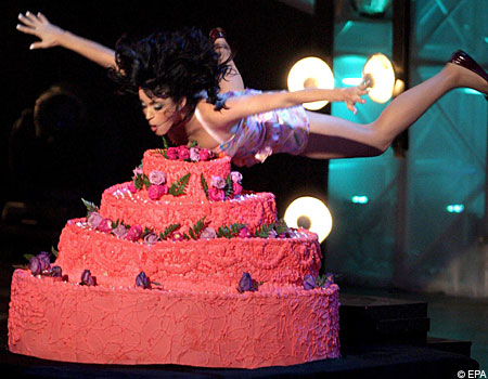 Terrific Katy Kissed A Cake And She Licked It Metro News Funny Birthday Cards Online Inifofree Goldxyz