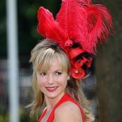 Amanda Holden wowed the crowds at Ascot in her summery red outfit