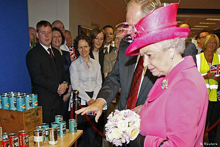 Saucy: The Queen is shown Heinz products at the Wigan plant