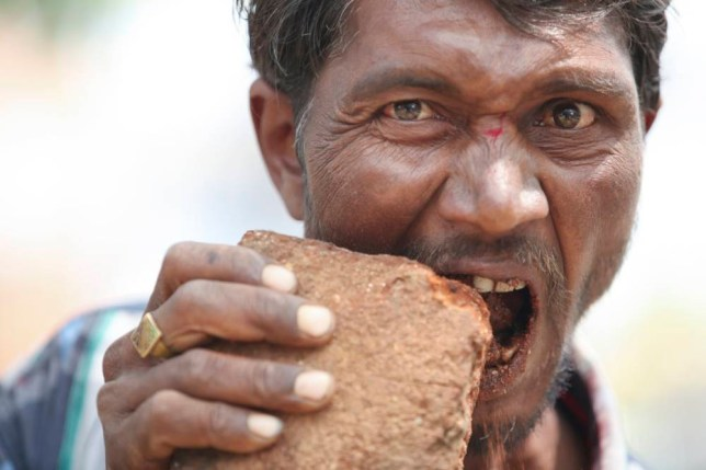 Pakkirappa Hunagundi: Man addicted to eating bricks