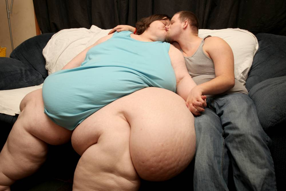 World's fattest woman plans to walk up aisle with toyboy lover
