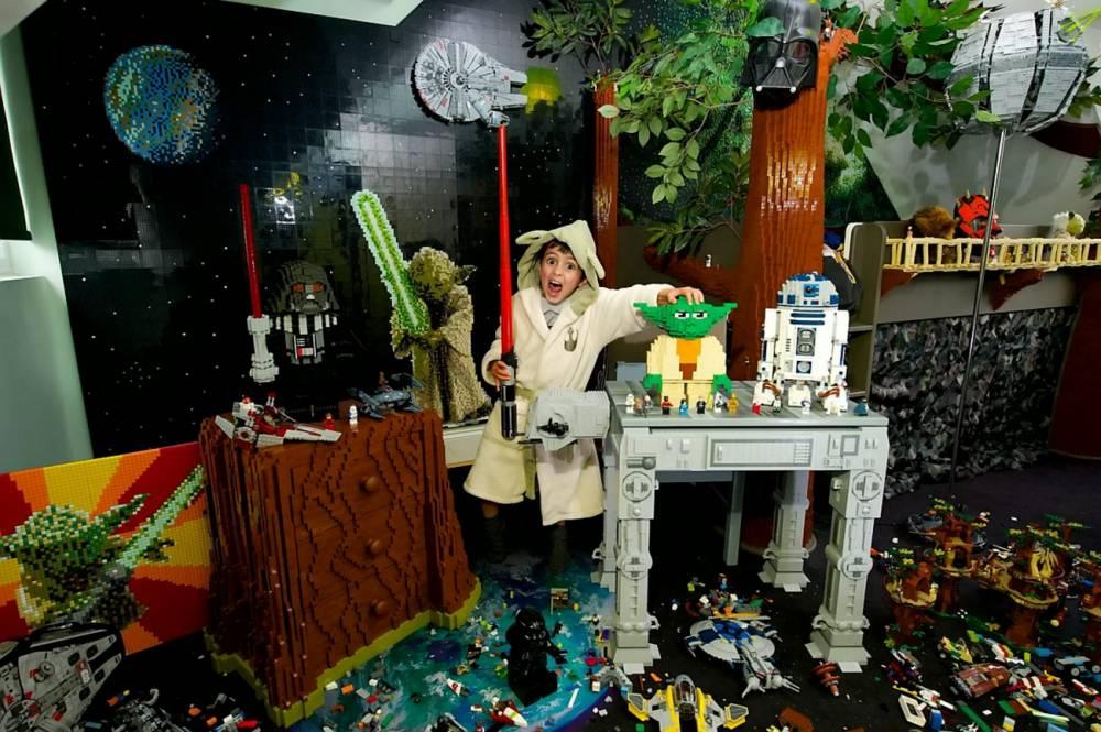 Milun Simpson Hertfordshire Boy 5 Gets Star Wars Ewok Bedroom Made From Lego Metro News