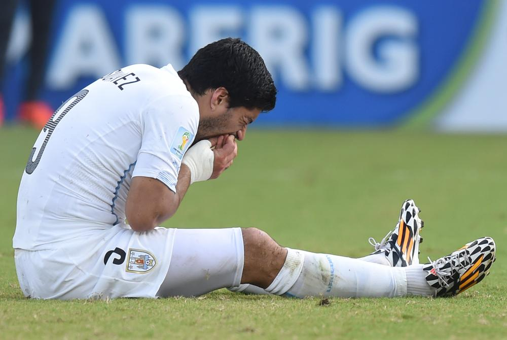 Luis Suarez: I lost my balance and hurt my teeth by falling on Italy's Giorgio Chiellini