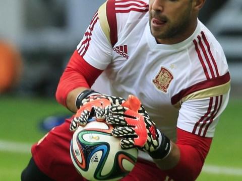 Arsenal to make move for Liverpool goalkeeper Pepe Reina