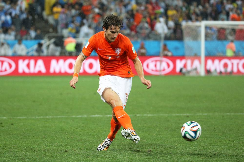 Newcastle close on deal for Daryl Janmaat as Arsenal prepare for Mathieu Debuchy arrival