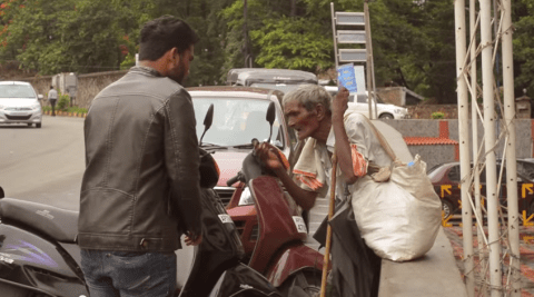 Indian street magician makes the homeless smile by changing one rupee into 100