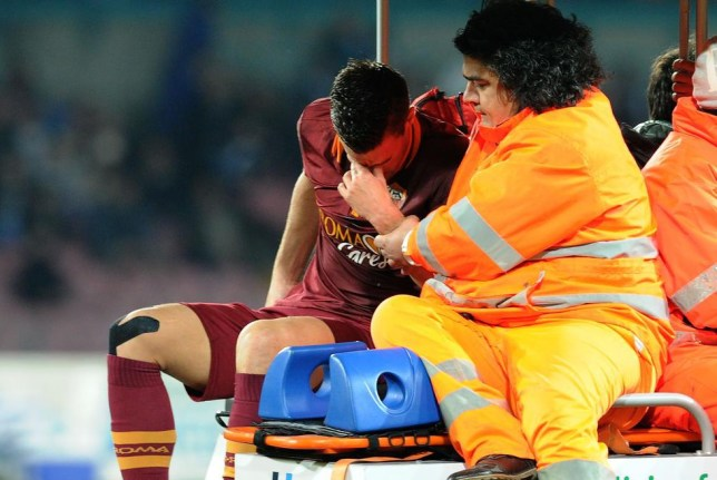 NAPLES, ITALY - MARCH 09: Kevin Strootman of Roma goes off injured during the Serie A match between SSC Napoli and AS Roma at Stadio San Paolo on March 9, 2014 in Naples, Italy. Giuseppe Bellini/Getty Images