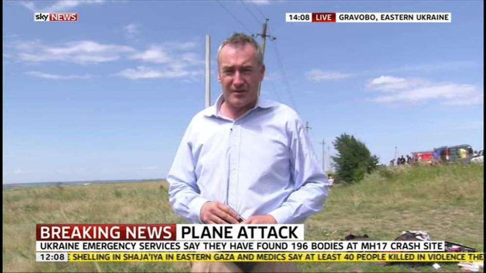 TV reporter apologises for touching victims' belongings at MH17 site