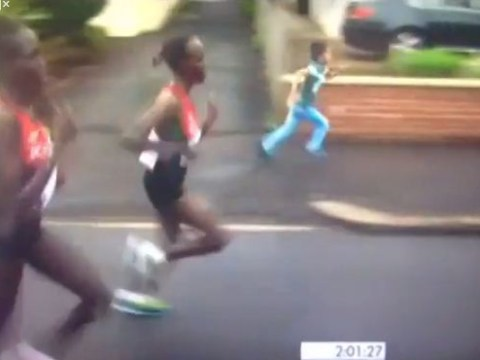 Young fan trips while trying to keep up with Commonwealth Games runners
