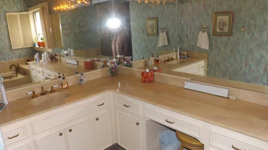 Homeowner posts naked bathroom selfie by accident on listings website