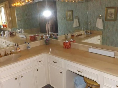 Homeowner posts naked bathroom selfie by accident on listings website