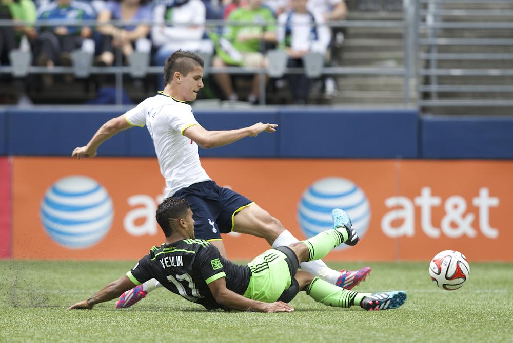 Tottenham Hotspur beat Liverpool to deal for USA World Cup star DeAndre Yedlin