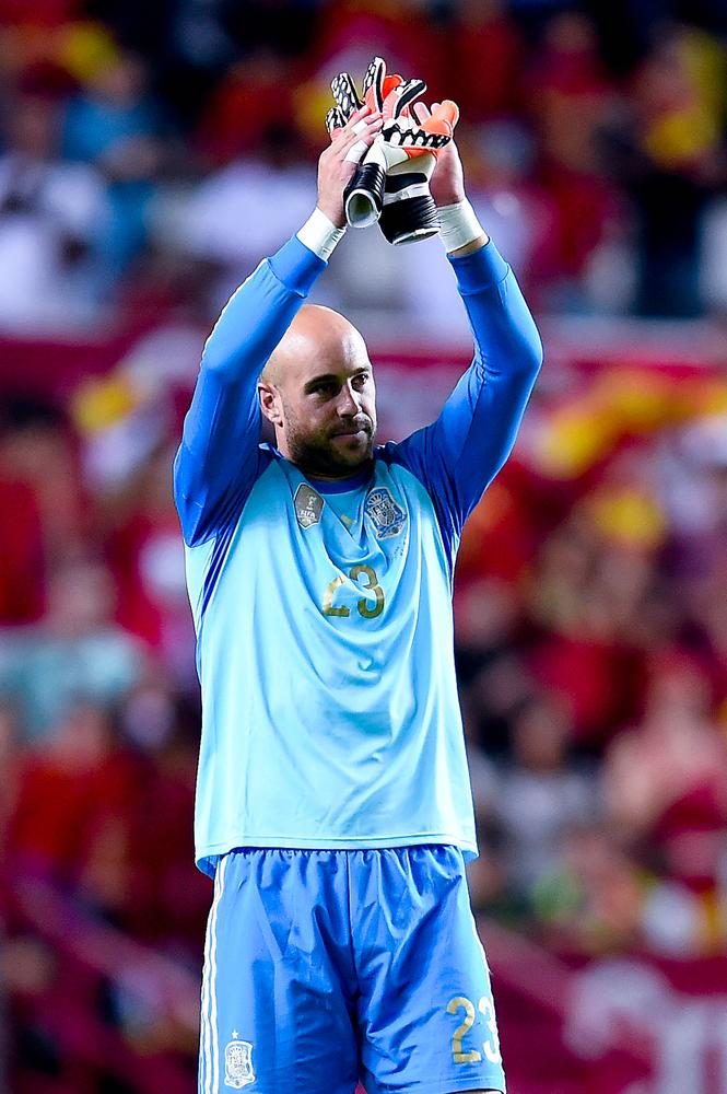 Liverpool agree £2m fee with Bayern Munich for sale of Pepe Reina