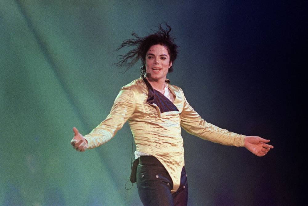 """(FILES) US pop star and entertainer Michael Jackson preforms before an estimated audience of 60,000 in Brunei on July 16, 1996. Michael Jackson died on June 25, 2009 after suffering a cardiac arrest, sending shockwaves sweeping across the world and tributes pouring in on June 26 for the tortured music icon revered as the """"King of Pop."""" AFP PHOTO/FRANCIS Sylvain (Photo credit should read FRANCIS Sylvain/AFP/Getty Images)"""