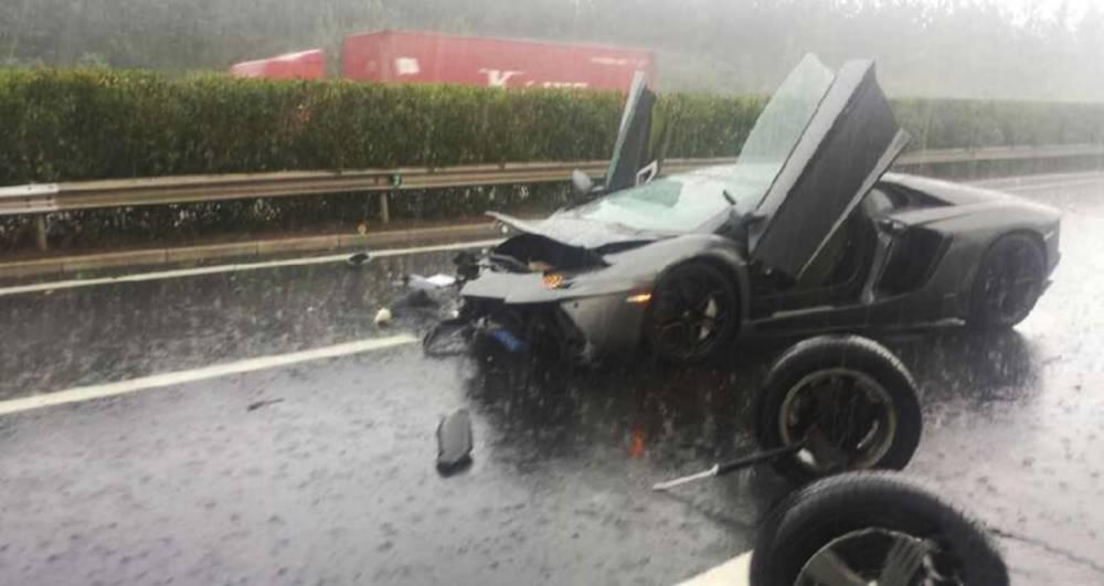 Lamborghini Aventador, China crash