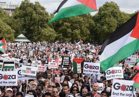 Gaza conflict: UK to deploy NHS team to treat injured as 20,000 march through London