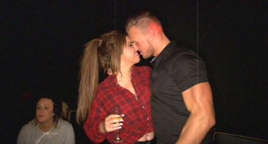 kyle dating holly morot dating pressemeddelelse