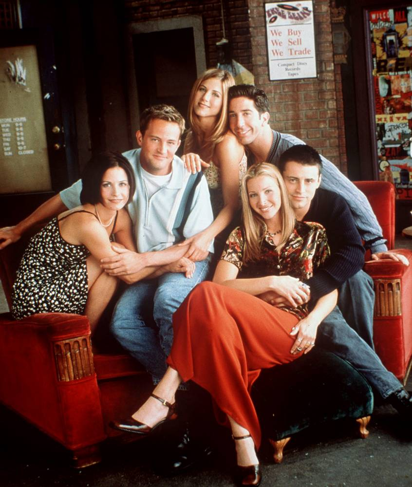 TV PROGRAMME 'FRIENDS' - CAST SHOT (LtR) ; Courteney Cox, Matthew Perry, Jennifer Aniston, David Schwimmer, Lisa Kudrow and Matt le Blanc.. FREE OF CHARGE FOR CHANNEL 4 PROGRAMME PUBLICITY FRIENDS YEAR 4....USED IN W/E 3/7/1999