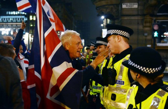 Mandatory Credit: Photo by REX (4106485i)  Pro union supporters and stand off with police  Scottish Independence Referendum, George Square, Glasgow, Scotland, Britain - 19 Sep 2014