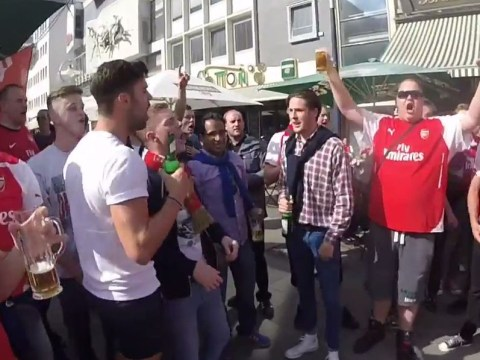 Arsenal fans gear up for Champions League by singing Robin van Persie hate songs