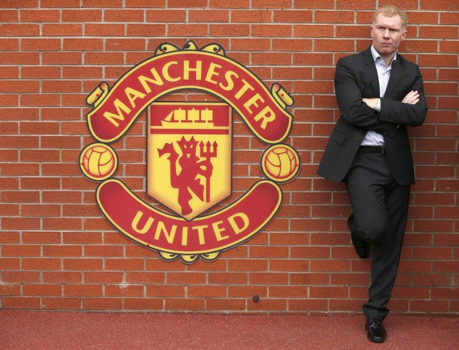 """Former Manchester United player Paul Scholes stands next to a team emblem before their English Premier League soccer match against Everton at Old Trafford in Manchester, northern England October 5, 2014. REUTERS/Phil Noble (BRITAIN - Tags: SPORT SOCCER) NO USE WITH UNAUTHORIZED AUDIO, VIDEO, DATA, FIXTURE LISTS, CLUB/LEAGUE LOGOS OR """"LIVE"""" SERVICES. ONLINE IN-MATCH USE LIMITED TO 45 IMAGES, NO VIDEO EMULATION. NO USE IN BETTING, GAMES OR SINGLE CLUB/LEAGUE/PLAYER PUBLICATIONS. FOR EDITORIAL USE ONLY. NOT FOR SALE FOR MARKETING OR ADVERTISING CAMPAIGNS Phil Noble/Reuters"""
