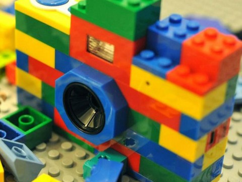This digital camera made of LEGO needs to be added to your Christmas list immediately
