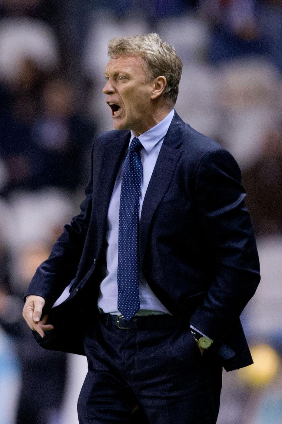 David Moyes suffers wardrobe malfunction after splitting trousers during Real Sociedad debut