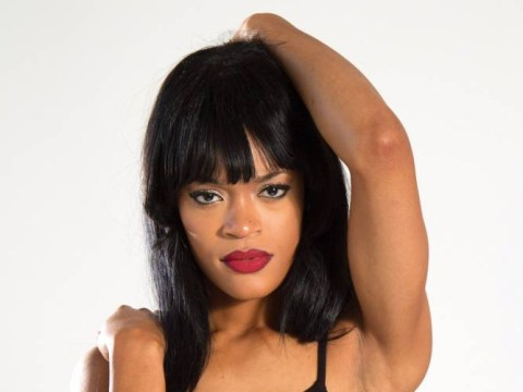 Ooh na-na, what's her name? This Rihanna lookalike is pretty convincing